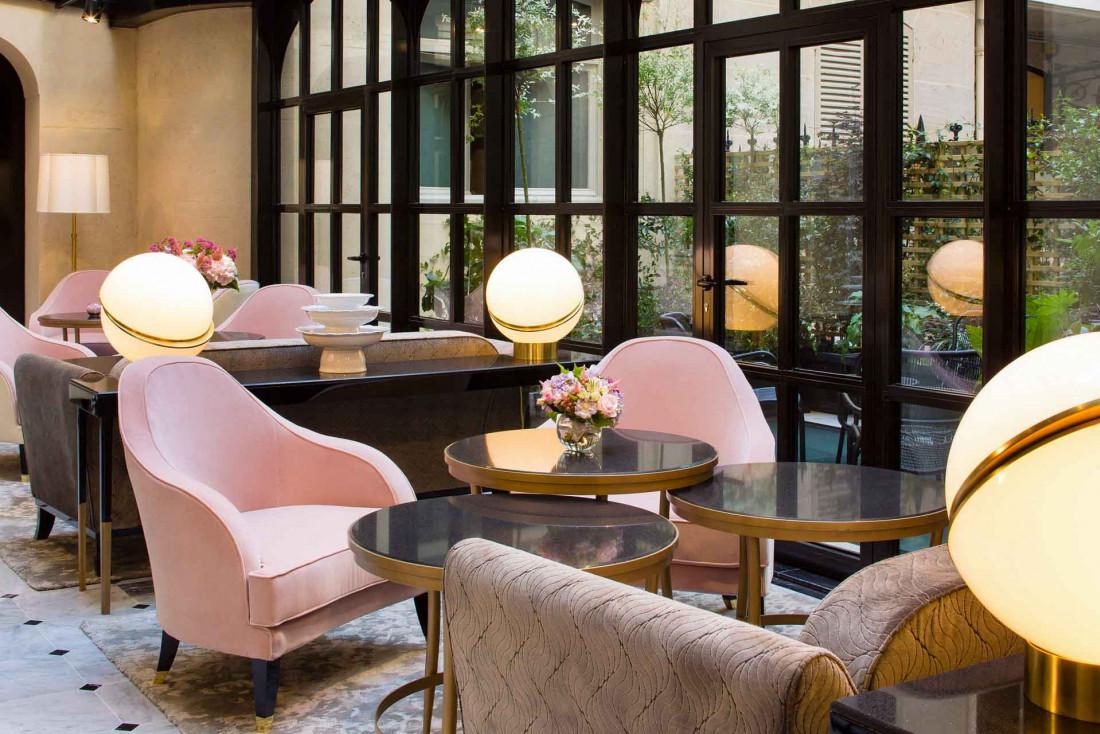 Salon sur le jardin à Le Narcisse Blanc Hôtel & Spa © Christophe Bielsa