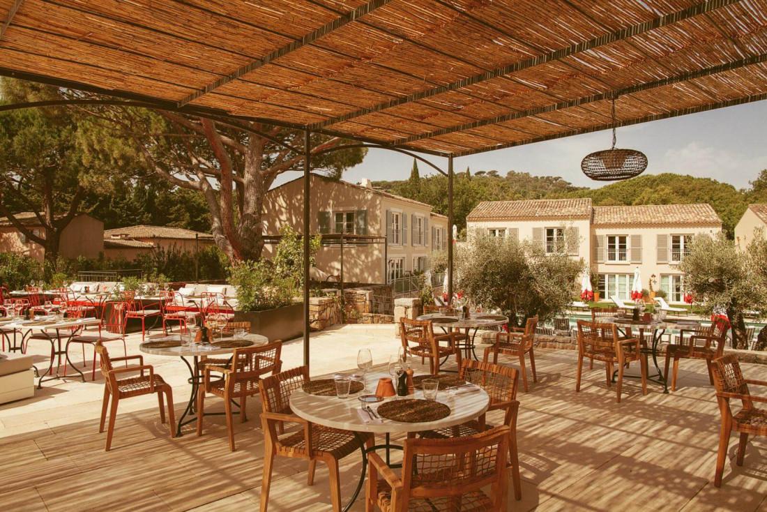 La terrasse du restaurant de Lou Pinet, à quelques minutes seulement de la place des Lices à Saint-Tropez © Matthieu Salvaing