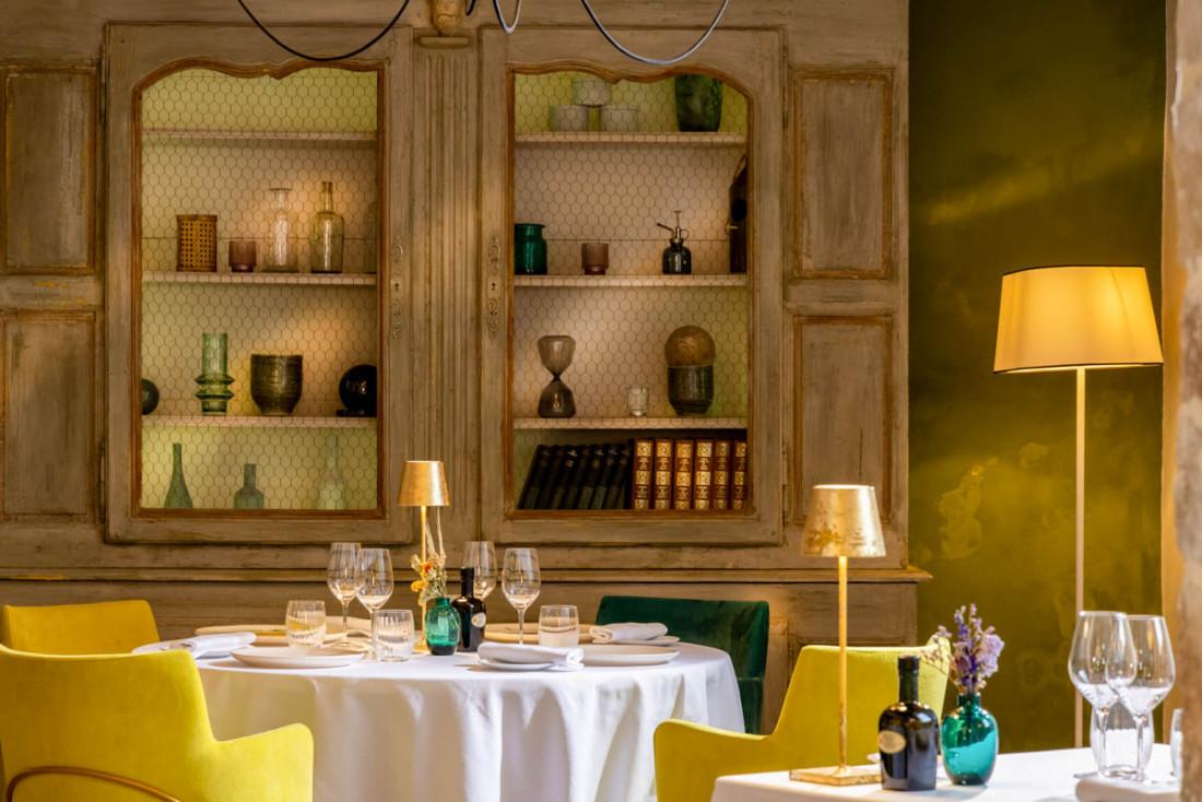 La salle à manger de La Magdeleine – Mathias Dandine en Provence © les Collectionneurs