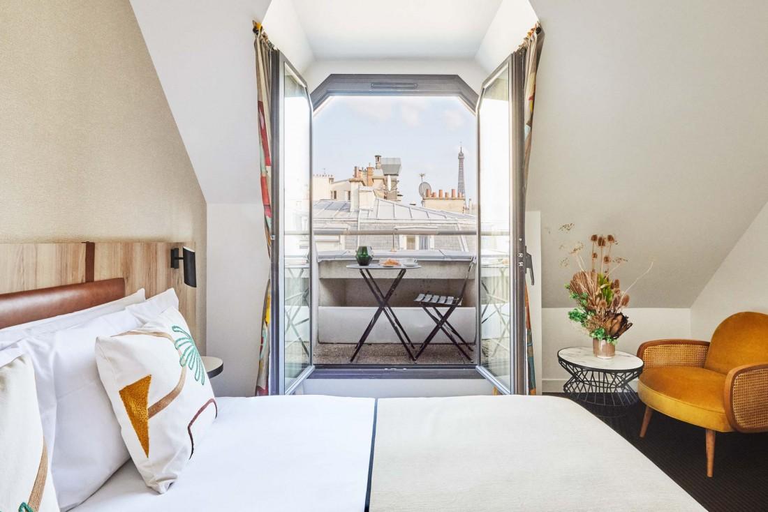 Les chambres du Plaza Tour Eiffel, à 5 min du Trocadéro, jouissent de vue sur les toits de Paris © DR