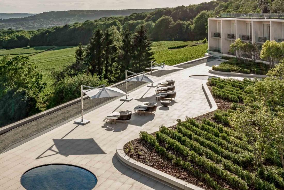 L'hôtel Royal Champagne est littéralement tourné vers les vignes champenoises © DR