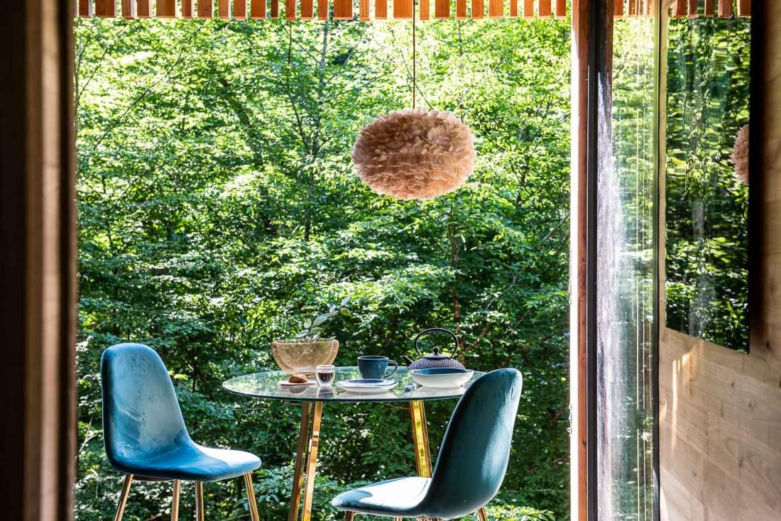 Petit-déjeuner la tête dans les frondaisons au Loire Valley Lodges © Anne-Emmanuelle Thion