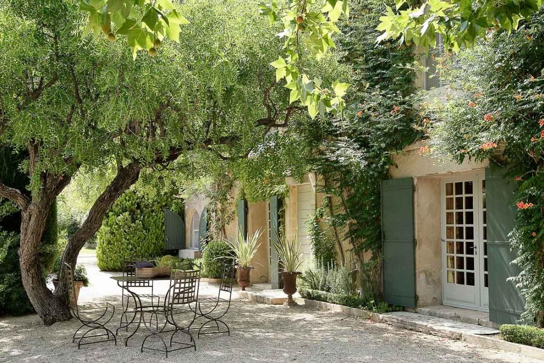 Baumanière : l'adresse mythique des Baux-de-Provence et son restaurant 3-étoiles, l'Oustau de Baumanière © L.Parrault