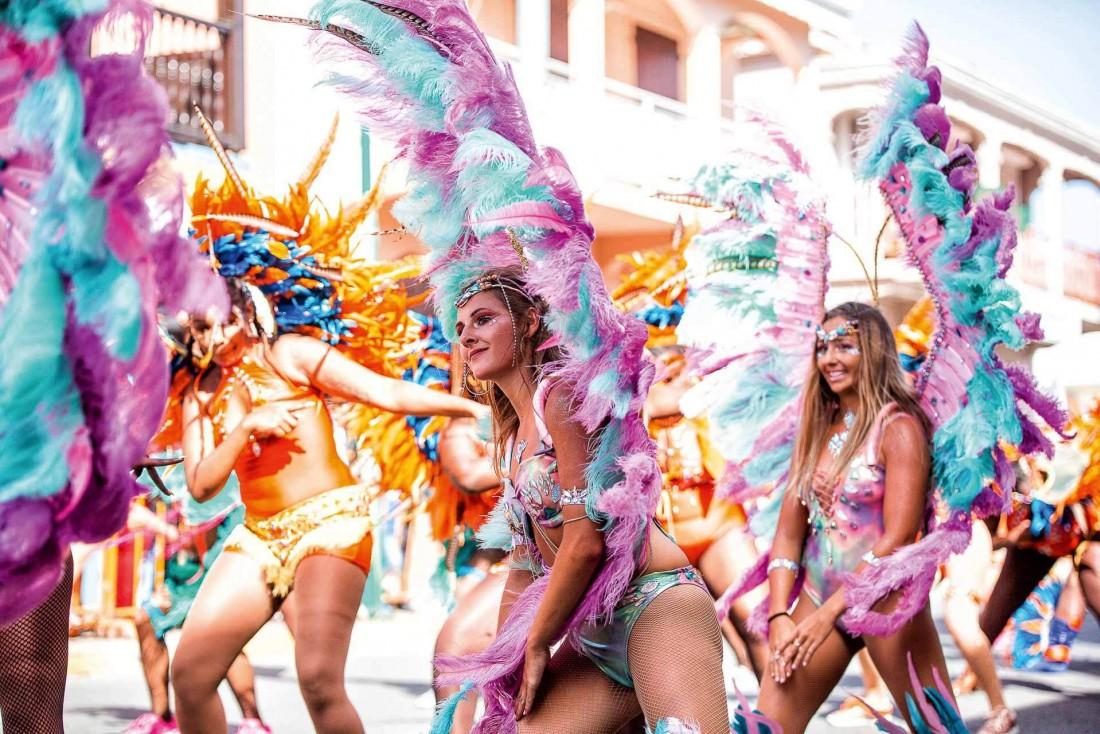 La Carnaval de Saint-Martin en mars, un moment culturel fort et haut en couleur ! © DR