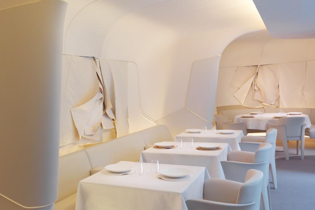La salle à manger du Sur Mesure au Mandarin Oriental Paris, un écrin feutré imaginé par l'agence de design Jouin-Manku © Mandarin Oriental