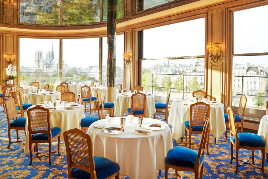 Restaurant avec vue : la salle de la Tour d'Argent a conservé son style classique et sa formidable vue sur la Seine et Notre-Dame © La Tour d'Argent