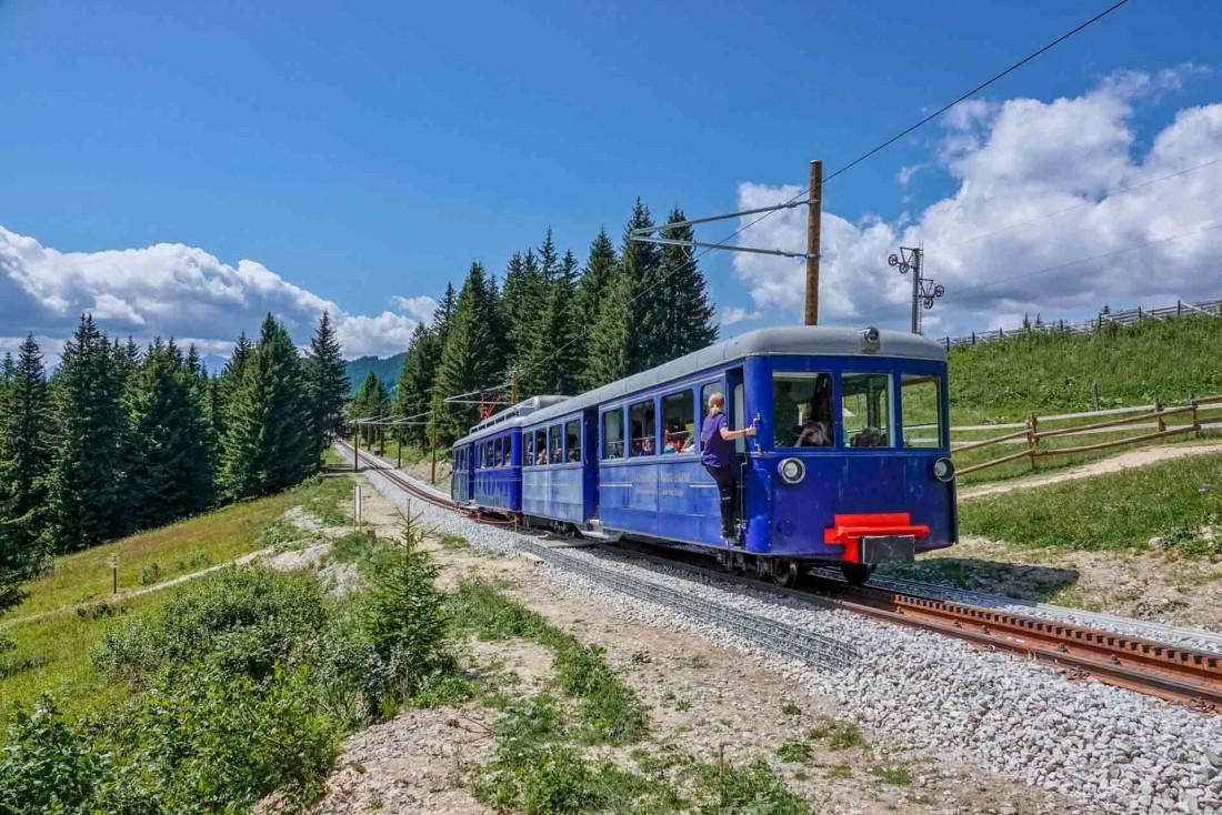 La locomotive Marie et sa livrée bleue profond sur le rail à crémaillère © OT Saint Gervais - Boris Molinier