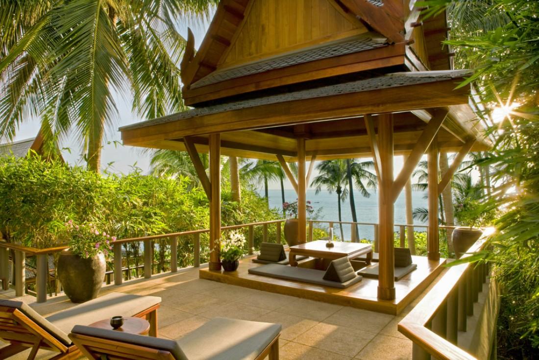 Chaque pavillon de l'Amanpuri dispose d'une sala privée, pavillon extérieur où l'on peut dîner ou se relaxer | © Aman