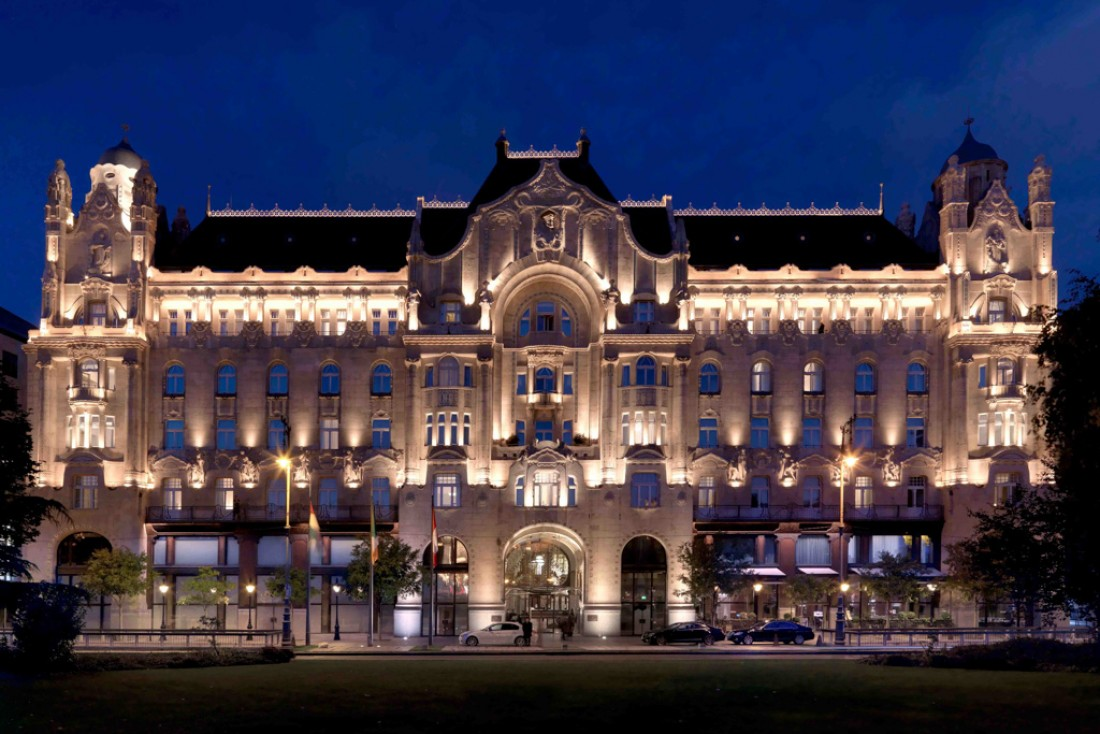Le Gresham Palace illuminé© Four Seasons Hotels and Resorts