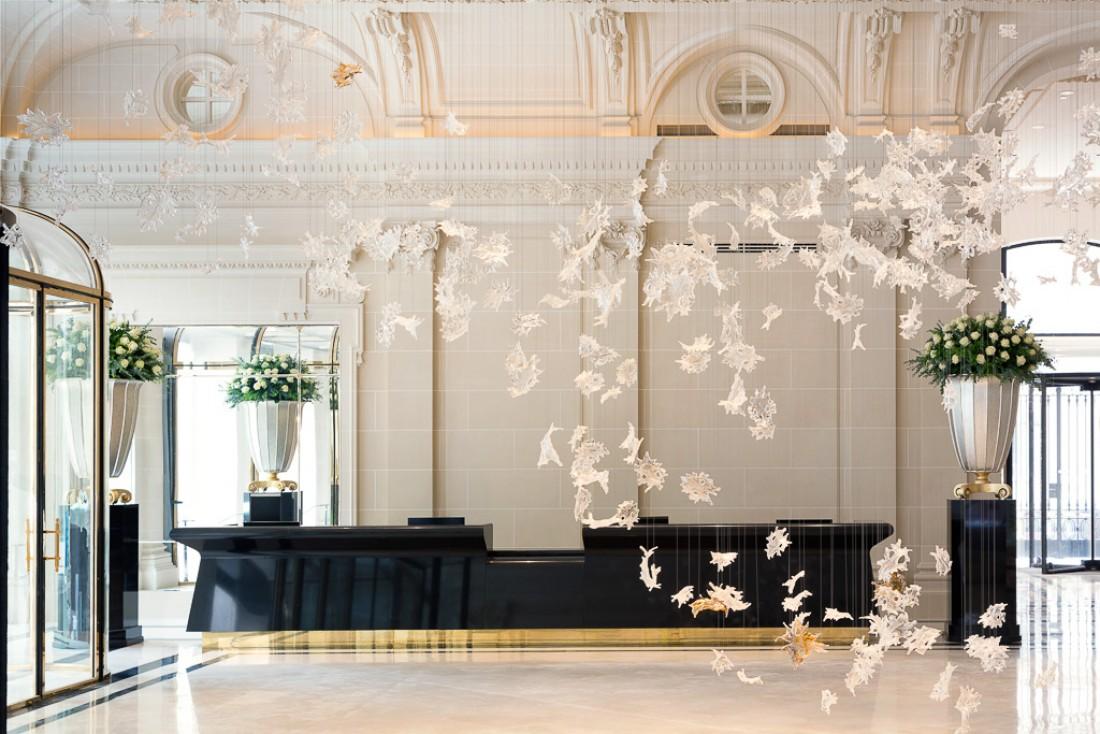 Le fastueux lobby du Peninsula Paris. © The Peninsula Hotels