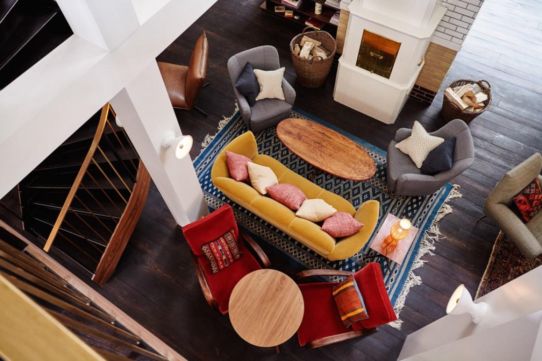 Un intérieur chic et expressif aux couleurs automnales