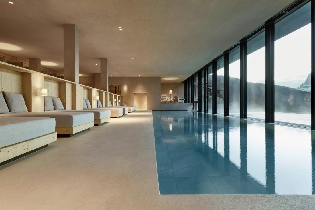 Le bassin intérieur de la grande piscine © Forestis