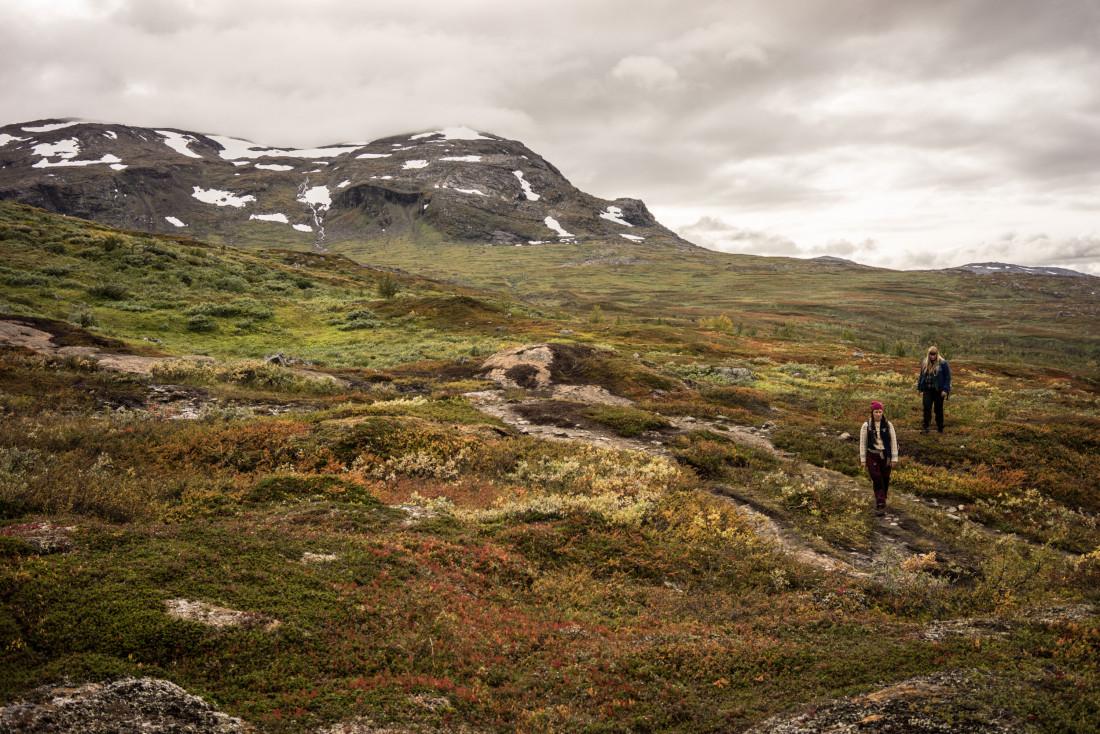 Symphonie de couleurs d'automne lors de la première partie de la randonnée en direction de Trolljsön.