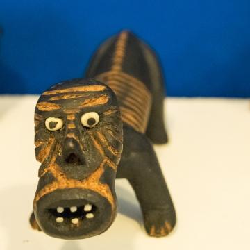 Un tupilak au musée de Tasiilaq, en bois comme ils l'étaient le plus souvent au début du 20ème siècle.