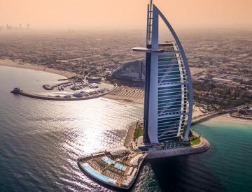 Nathan Outlaw at Al Mahara : vue aérienne de l'emblématique Burj Al Arab © DR
