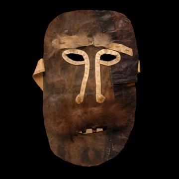Masque en peau dépilée et fourrure collecté pendant les expéditions françaises au Groenland dirigées par Paul-Emile Victor. | © Musée du Quai Branly