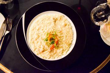 La cuisine de Casa Coppelle puise son inspiration tantôt en Italie (comme ici, avec un risotto), tantôt en France © Yonder.fr