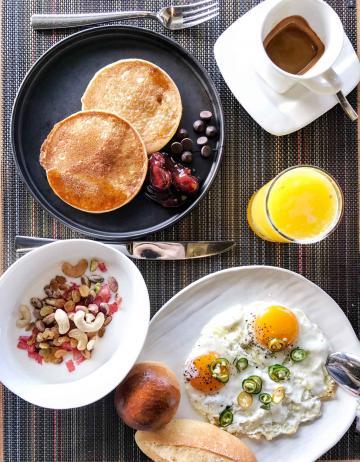 Petit-déjeuner aux accents asiatiques au EAST Market © YONDER.fr