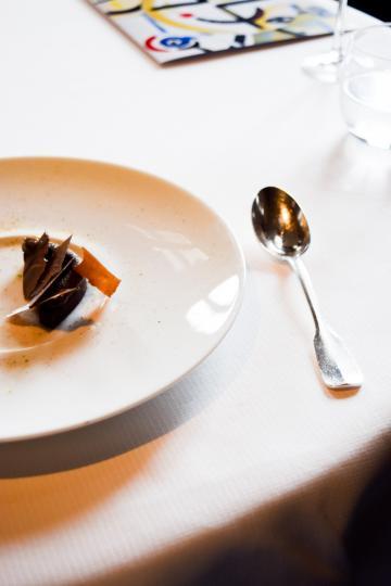 """""""Noir"""" : un dessert tout chocolat pour clôturer le déjeuner en beauté © Yonder.fr"""