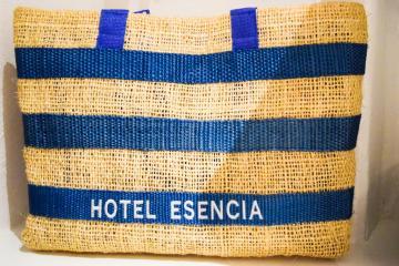 Un sac de plage est mis à la disposition des hôtes dans les chambres © Yonder.fr