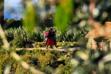 Femme sur l'île d'Amantani, Lac Titicaca. © Cédric Aubert