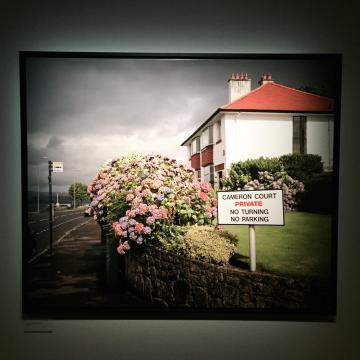 Une photo de Martin Parr, lors d'une exposition lui étant dédiée © Yonder.fr