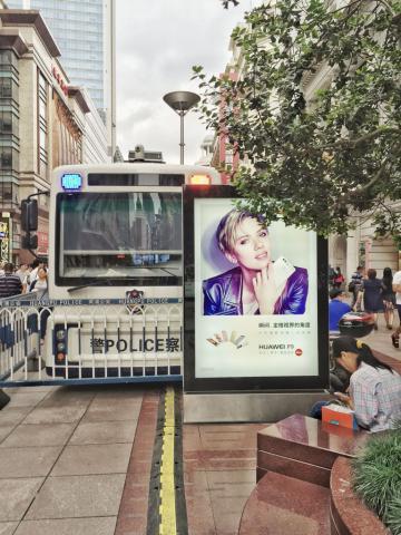 Publicité pour Huawei sur East Nanjing Road © Yonder.fr