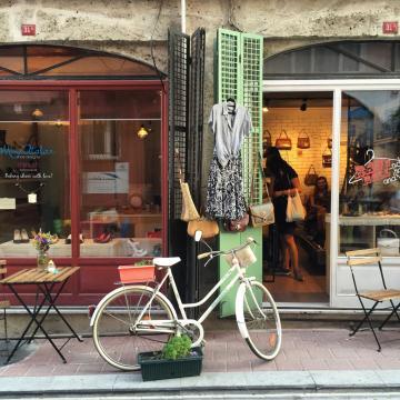 De nombreuses adresses tendances s'installent dans le quartier populaire de Fener © Yonder.fr