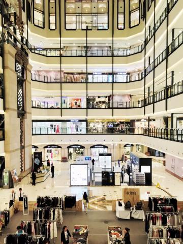 """Le Westgate Mall est l'un de très nombreux centres commerciaux """"premium"""" de West Nanjing Road © Yonder.fr"""