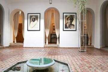 L'exposition commence dès le patio, à la charmante Maison de la Photographie de Marrakech | © Maison de la Photographie de Marrakech