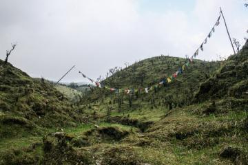 Prières et mantras népalais à la croisée de chemins | © Marion Brun