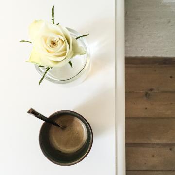 Fleur et café © Yonder.fr