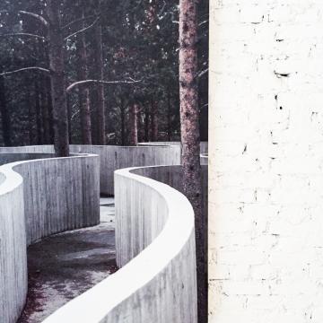 Photographie contemporaine au mur © Yonder.fr