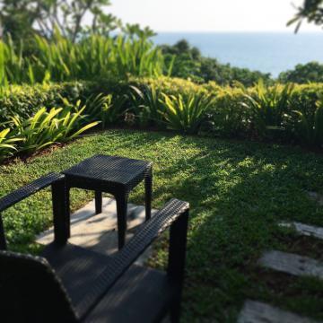 Chaque cabine du spa dispose d'un petit jardin surplombant la mer | © Yonder.fr