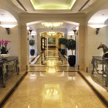 Toutes les parties communes de l'hôtel (lobby, couloirs...) sont très luxueuses © Yonder.fr