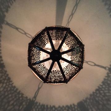 Eclairage oriental dans le spa © Yonder.fr