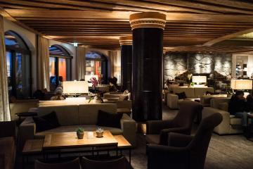 L'Alpina Bar & Lounge est le lieu idéal pour venir boire un verre après le ski | © Yonder.fr