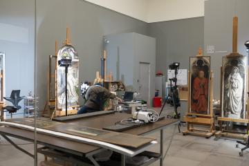 Mais on retrouve les originaux au musée des Beaux Arts où l'on peut voir les restaurateurs à l'ouvrage. Un travail de fourmi ! © Yonder.fr