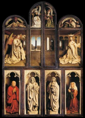 Fermé le retable représente l'Annonciation  à Marie. Sur les panneaux inférieurs sont également représentéss les donateurs, Jodocus Vijd, un riche marchand et son épouse.   Wikimedia Commons