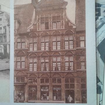 La nouvelle façade après l'exposition universelle de 1913.