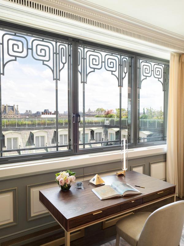Le Meurice Paris - Suite Belle Étoile - Bureau avec vue © DR