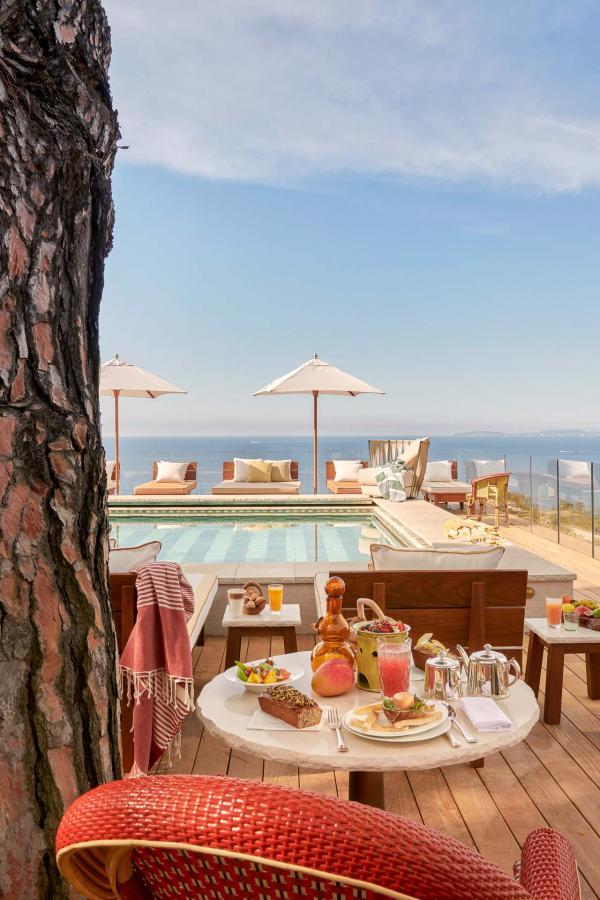 Hotel Lily of the Valley - Restaurant au bord de la piscine