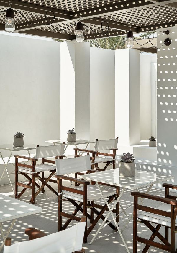 Parilio Hotel Paros - Pool Bar © DR