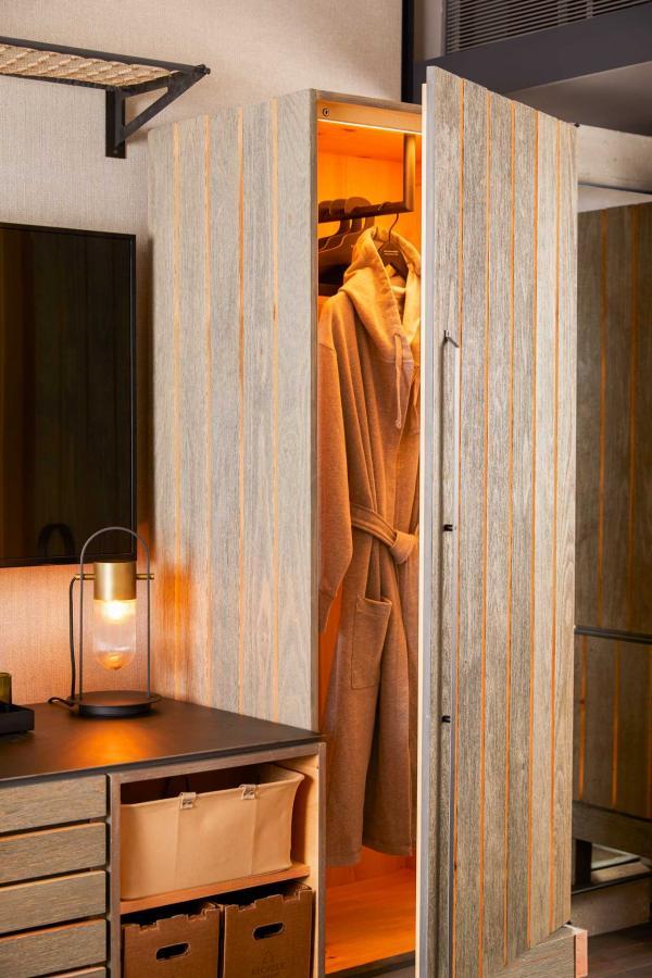 1 Hotel Brooklyn Bridge - Détail dans une chambre