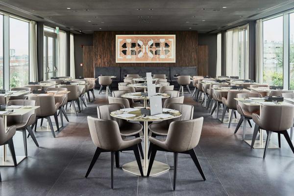 Hotel VIU Milan - Restaurant avec vue panoramique, au sommet de l'hôtel