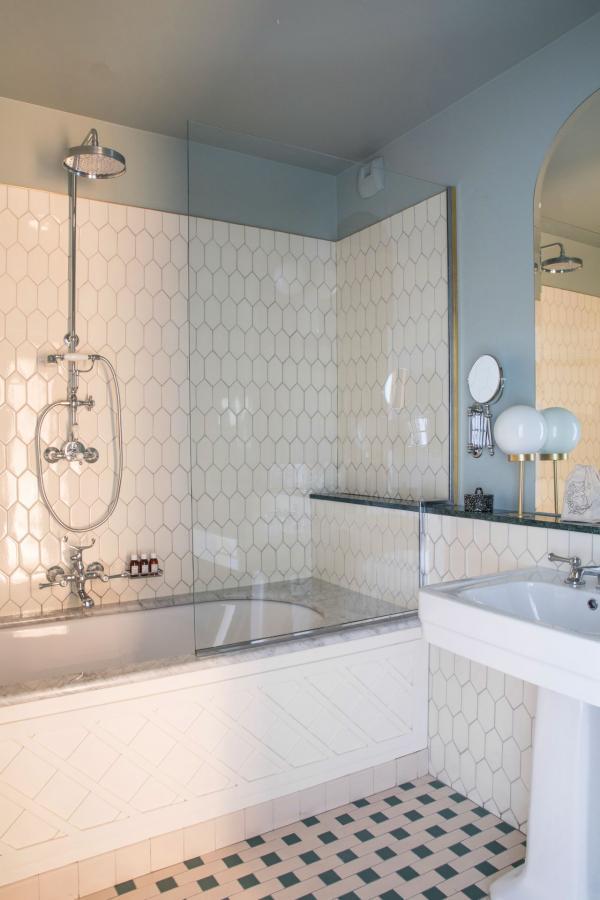 Hôtel des Grands Boulevards - Salle de bain © Karel Balas