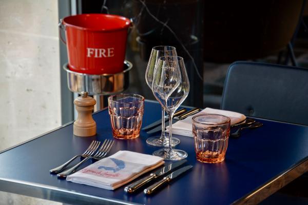 La brasserie La Grande Georgette, restaurant de l'hôtel qui fut autrefois caserne de pompiers.