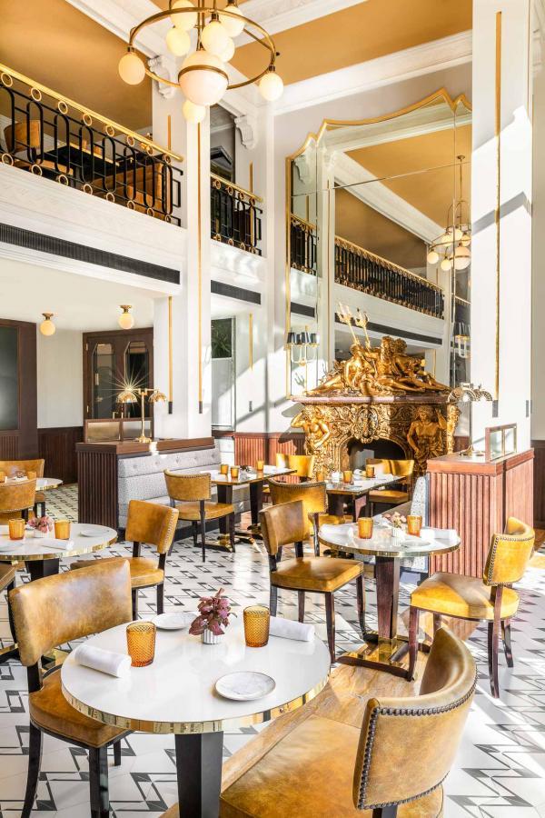 Le Monumental Café et le Monument, brasserie parisienne typique et restaurant gastronomique, proposent une cuisine franco-portugaise d'exception.