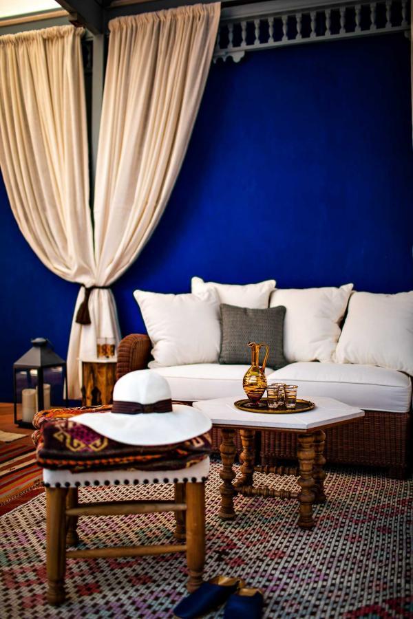 Ce jardin, construit comme une oasis, s'inspire librement des jardins Majorelle au Maroc.