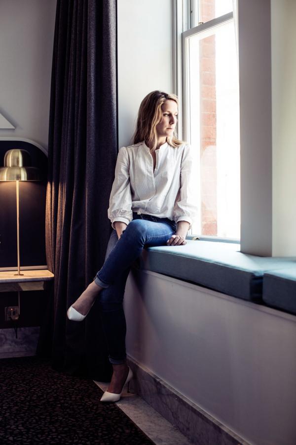 Henrietta Hotel - Portrait - Dorothée Meilichzon